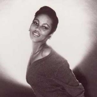 Gloria Jones copyright@bluesandsoul.com
