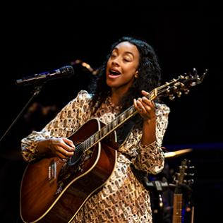 Corinne Bailey Rae: Queen Elizabeth Hall, Southbank Centre, London 18/11/19 @bluesandsoul.com